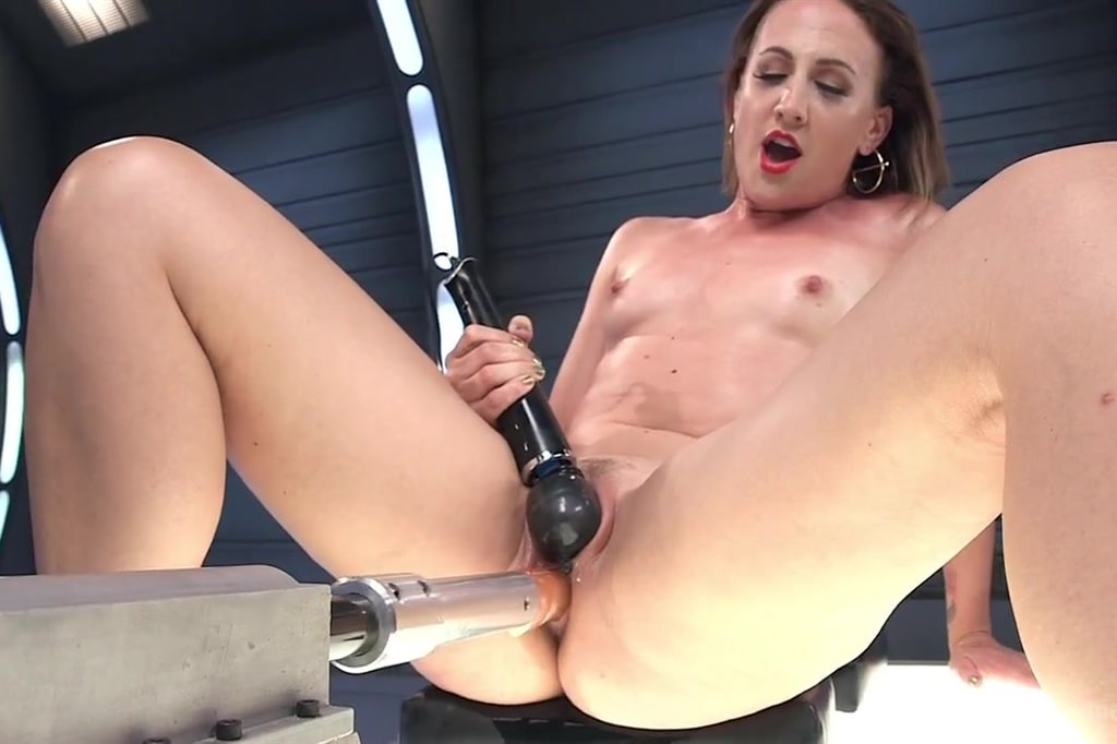 Hot sex squirting fucking machine naked