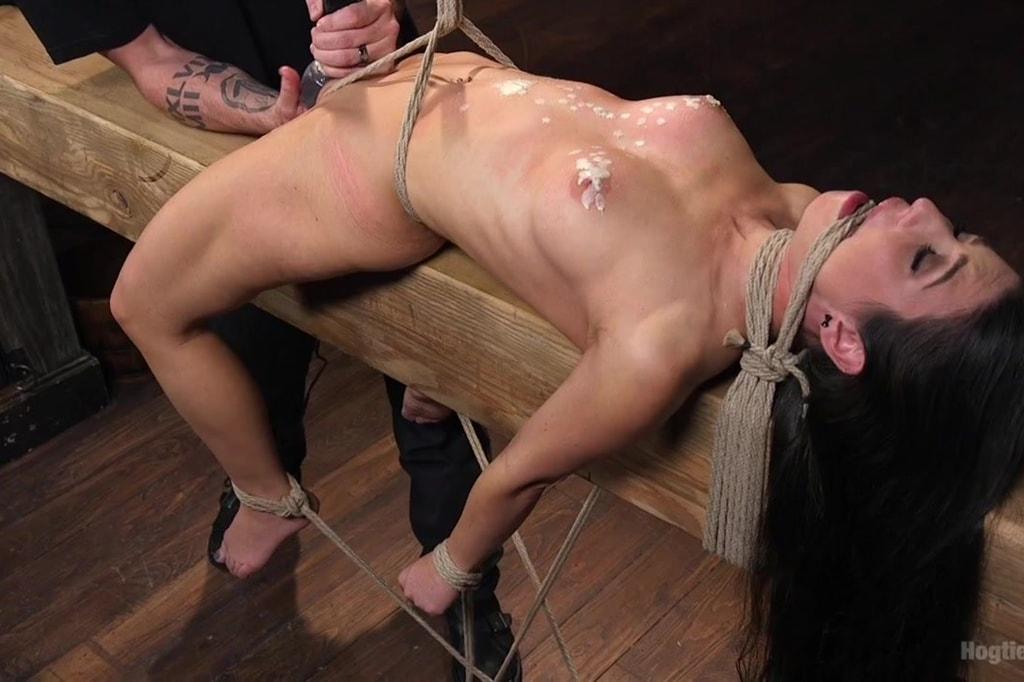 оргазм девушка привязана видео - 8
